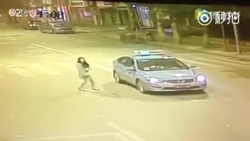 Acel moment cand astepti un taxi si vine o c***a si ti-l ia de sub nas.
