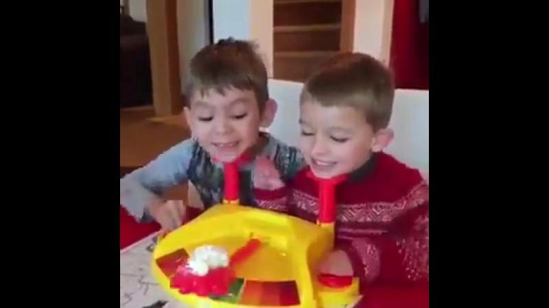 Scoateti copiii din fata calculatoarelor si cumparati-le un astfel de jos. Iti garatez ca se vor distra de minune.