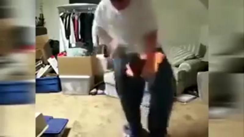Ai vazut vreodata cum se joaca DANSUL FOCULUI ? Asa ceva numai un idiot putea sa faca.