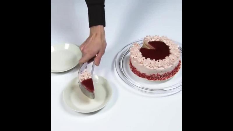 Iata un cutit special conceput pentru prajituri. De astazi orice felie de tort va fi egala si invitatii vor fi cu siguranta impresionati.
