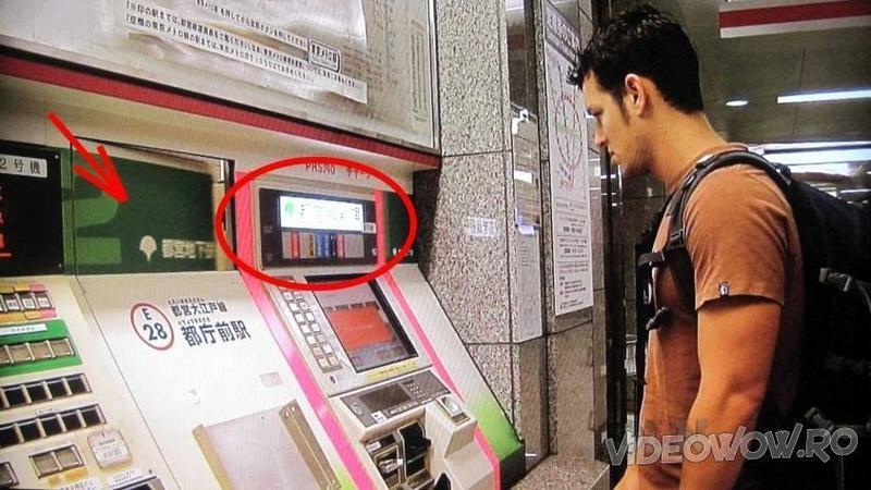 A vrut să cumpere un BILET de metrou în Japonia de la un BANCOMAT dar habar nu avea pe ce tastă să apese! Când într-un final a cerut ajutorul aparatului... uite ce s-a întâmplat! Nu îmi vine să cred