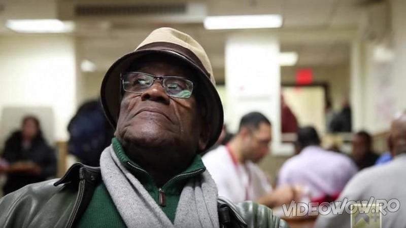 L-au întrebat pe acest om al străzii care sunt planurile lui de viaţă: Ce răspuns le-a dat simplu om i-a şocat pe toţi! De necrezut ce a scos pe gură