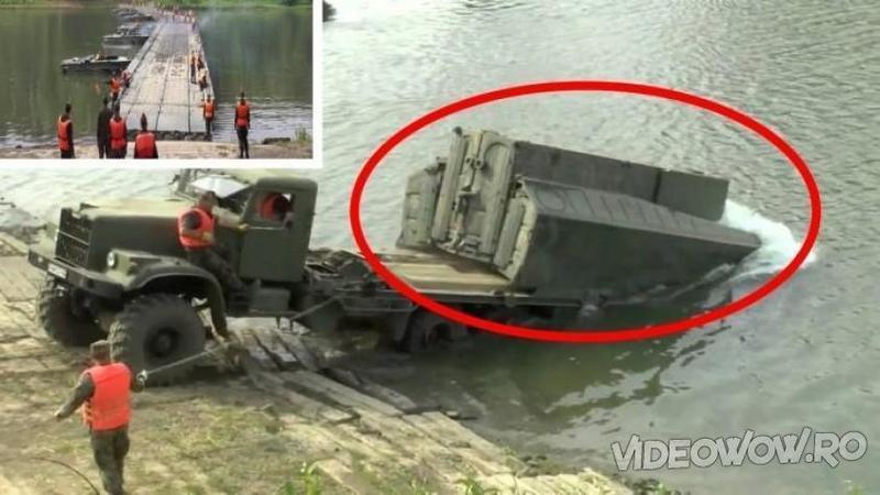 Au apropiat CAMIONUL de marginea apei şi au tras de o funie... ce sa întâmplat apoi ma lăsat complet blocat: Este o nebunie ce au făcut aceşti militari peste râu... WOW