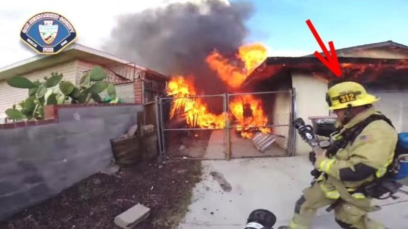 Pompierii ajung la o casă în flăcări în care se află o persoană captivă şi surprind toată scena pe camera de la casca de protecţie: Aceste imagini te vor face să înţelegi din ce cauză sunt consideraţi adevăraţi EROI