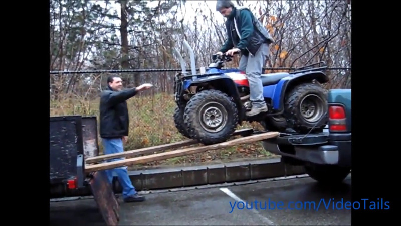 Pe cat de distractive pe atat de periculoase sunt ATV-urile mai ales cand sunt conduse de idioti.