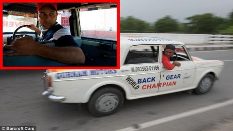 I-a rămas maşina blocată în MARSALIER acum 11 ani şi de atunci CONDUCE numai cu SPATELE zeci de kilometri zilnic fără a avea nici un fel de problemă sau accident!