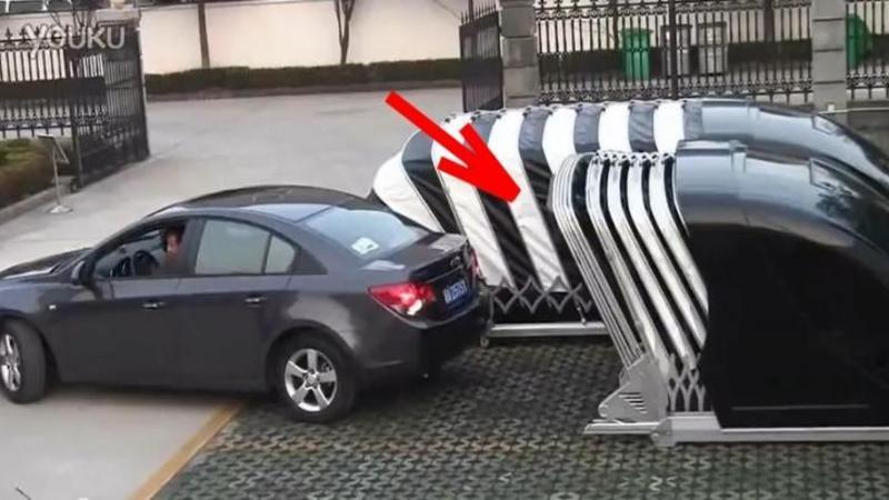 Iată GARAJUL de ultimă generaţie pentru toţi cei care îşi parchează maşina în faţa blocului! Cu doar 2000 de euro îţi păstrezi autoturismul în siguranţă departe de ochii hoţilor: Foarte tare nu?