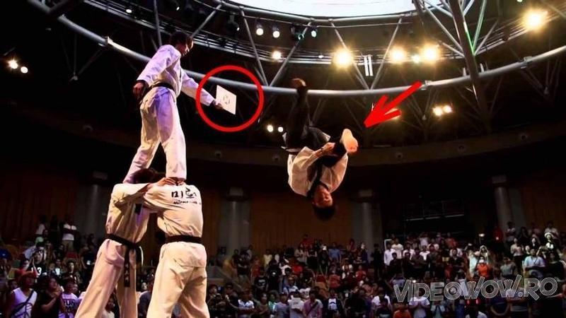 A sărit nu 1 nu 2 ci aproape 3 metri în aer pentru o lovitură de KARATE spectaculoasă: Când ai să vezi de ce sunt în stare aceşti băieţi talentaţi... WOW, jos pălăria