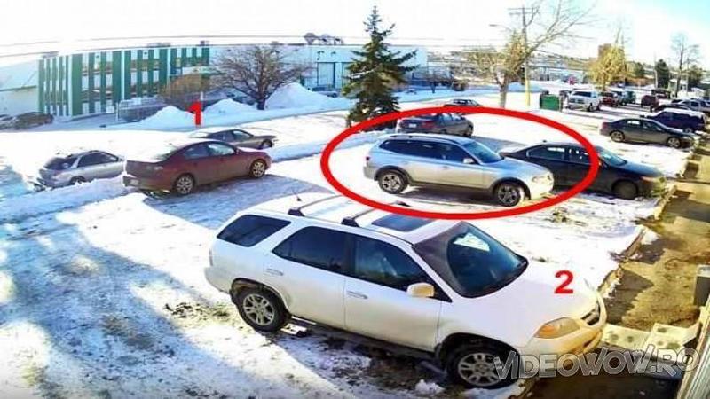 Priviţi puţin MASINA care încearcă să iasă din parcare şi minunaţi-vă: Ce MANEVRE incredibile face şoferul autovehiculului pentru a putea ieşii din parcarea ?aglomerată?... te va minuna!