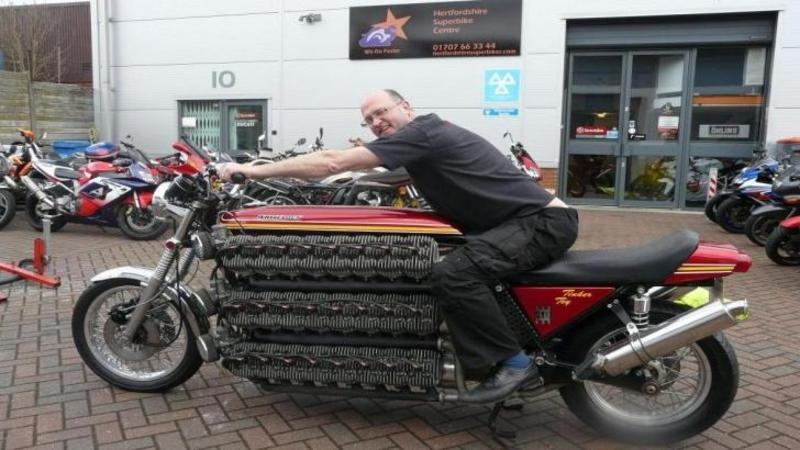 Cea mai rapidă motocicletă din lume, mai rapidă ca un GLONTE: Are 48 de cilindrii şi 4200cc şi este un adevărat MONSTRU pe două roţi