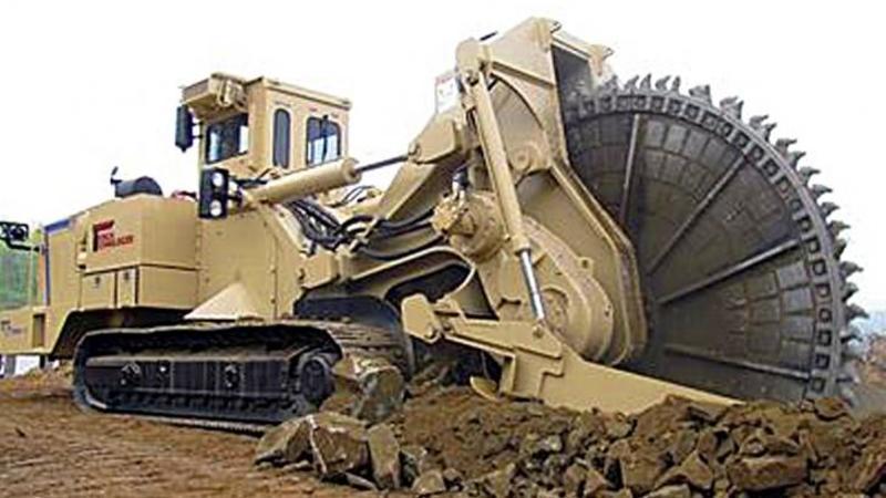 Este considerată cea mai extremă maşinărie capabilă să taie până şi cele mai dure ROCI de pe pământ! O scurtă demonstraţie cu această invenţie şi vei fi lăsat fără cuvinte! WOW