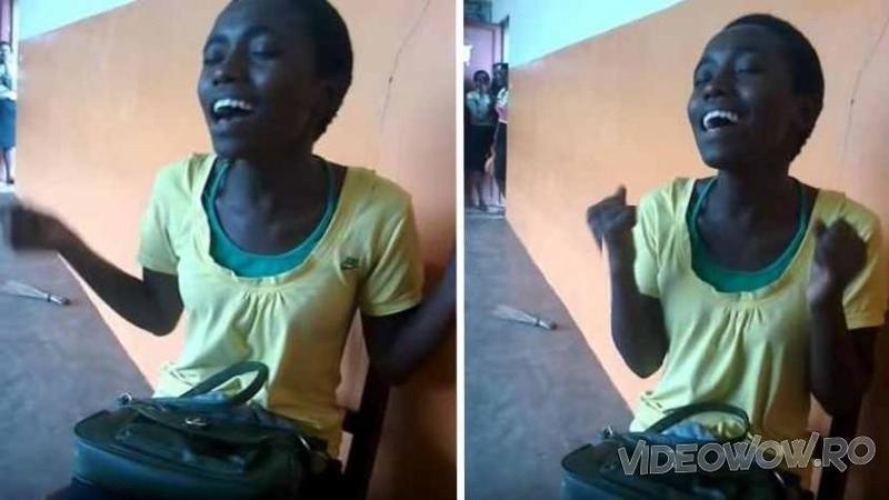 La început VOCEA ei nu părea să spună prea multe, dar când micuţa elevă din Africa prinde curaj... iată ce voce minunată iese la iveală, este cu adevărat demnă de un STAR!