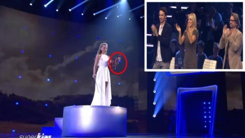 Când urcă pe scenă pare mai încrezătoare ca oricând şi împreună cu INSTRUMENTUL pe care îl ţine în mână vor face ca tot publicul să aplaude în picioare la finalul spectacolului! Ce face această micuţă cu vioara sa este mângâiere pentru AUZUL tău