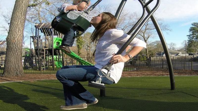 Nu am crezut că un LEAGAN poate aduce atâta fericire dacă te dai în el: Este perfect pentru tine cât şi pentru copilaşul tău! Ar trebui să fie în toate parcurile, nu crezi?