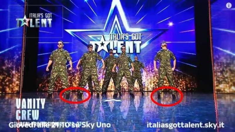 7 soldaţi care au UIMIT o ţară întreagă cu dansul lor: Au intrat pe scenă în haine de armată şi încalţaţi în pantofi cu TOC... ce a urmat este NEBUNIE
