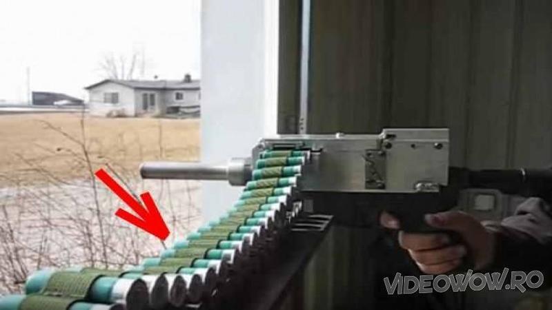 Când am văzut cu ce CARTUSE trage această armă am zis că nu văd bine... vă garantăm că nu a-ţi mai văzut o asemenea MITRALIERA niciodată... O nebunie să tragi cu ea!