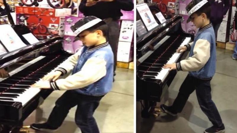 Micuţul băieţel intră în supermarket şi se duce direct la PIAN: Dar ce se întâmplă în secunda în care atinge clapele... EXTRAORDINAR, un adevărat talent înnăscut!