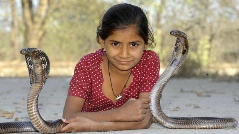 Are doar 8 anişori, dar este cea mai mortală fetiţă de pe pământ: Când o să vezi care sunt animalele ei de companie vei rămâne şocat!