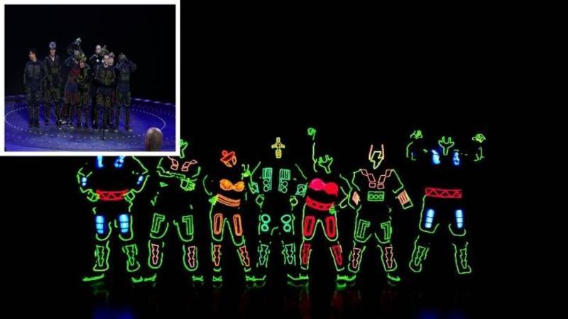 Vedeţi luminile de pe scenă? Dacă da, atunci fi pregătit să fi dat pe spate cu incredibila performanţă al acestor dansatori - Mişcările lor te vor lăsa cu gura căscată... WOW