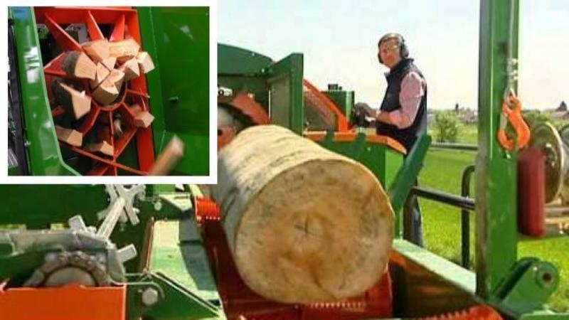 Maşinăria care transformă buştenii în lemne pentru FOC cât ai clipi din ochi: 4 tone de LEMNE tăiate în doar 30 de minute... asta da performanţă!