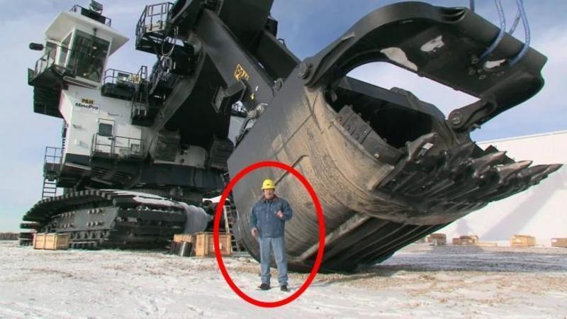 Maşinăria care mută munţii la propriu: Un mastodont de oţel care poate EXCAVA 120 tone de pământ dintr-o singură mişcare... Inspăimântător!