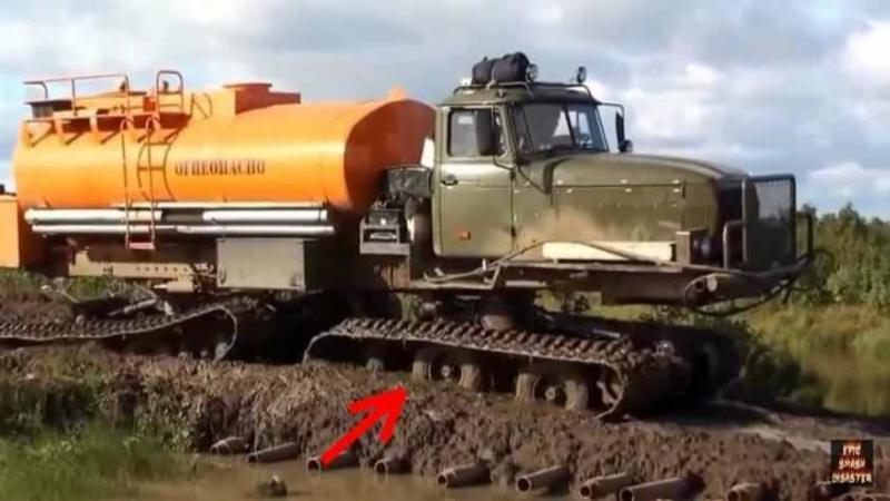 Cu toţii ştim cum arată un CAMION pe roţi, dar niciodată nu am văzut unul pe SENILE! Iată câtă eficienţă şi putere are un asemenea mastodont pe orice fel de teren, inclusiv pe zăpadă... WOW!