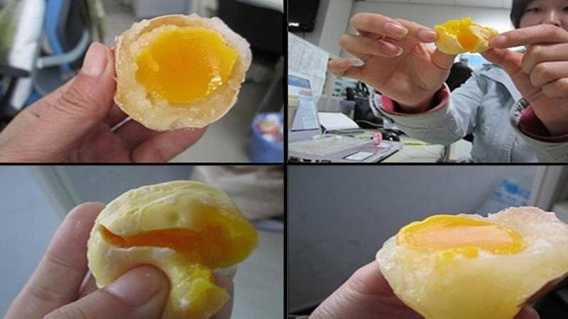 """Ai grijă ce mănânci, chinezi au """"fabricat"""" oul FALS făcut din chimicale periculoase! Uite cum se """"fabrică"""" un astfel de ou şi cât de uşor îl poţi confunda cu unul natural"""