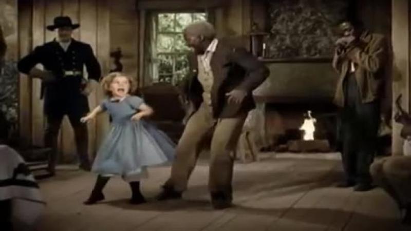 Este unul din cele mai populare CANTECE de anul acesta, dar când micuţa începe şi dansează pe el... WOW - PERFECTIUNEA la superlativ!