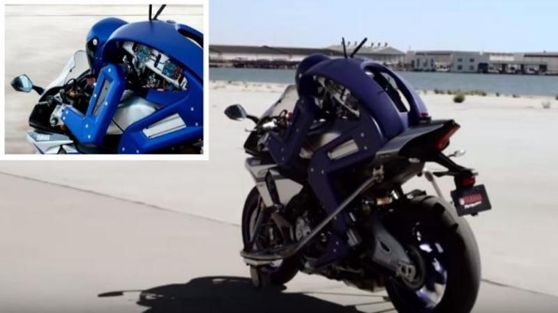 Pe această MOTOCICLETA în mers nu se află un om, este un ROBOT capabil să meargă asemenea unui pilot de curse, iar dexteritatea cu care acesta manevrează motocicleta este fantastică... Tot ce pot să spun este WOW