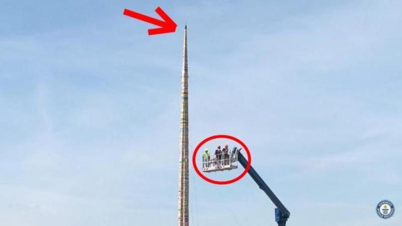 Au construit cel mai înalt TURN din lume... cel mai înalt din piese LEGO! O adevărată capodoperă artistică care a intrat în Cartea Recordurilor!