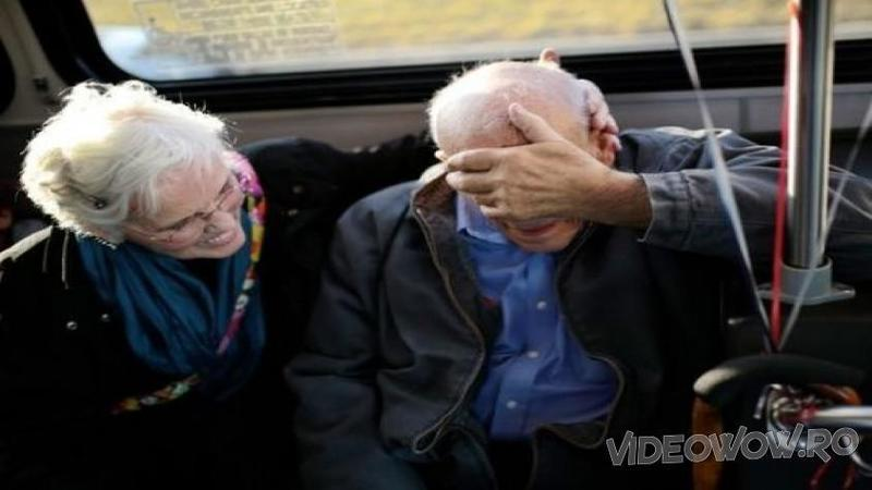 60 de ani a fost ANGAJATUL model, iar în ultimul lui drum spre casă de la muncă a primit surpriza vieţii lui! O pensionare fără pereche de frumoasă şi emoţionantă... Mi-a atins sufletul acest om