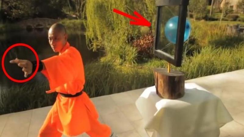 Nu o să îţi vină să crezi ce face acest călugăr SHAOLIN cu balonul... este pur şi simplu SUPRANATURAL... vei încremeni fără cuvinte! Pur şi simplu WOW