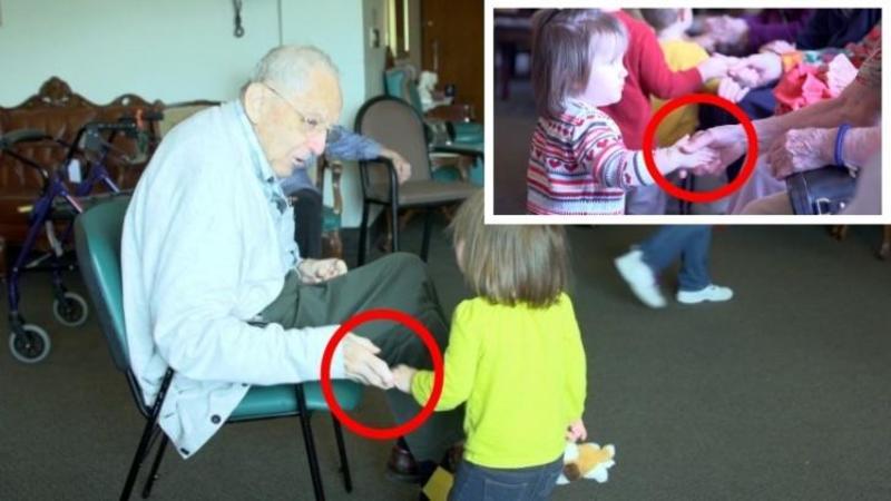 Au dus copii de la o grădiniţă într-un AZIL de bătrâni, iar rezultatul este... copleşitor! Ce BUCURIE au aceşti bătrâni la vederea micuţilor şi câtă NOSTALGIE se citeşte în ochii lor este pur şi simplu covârşitor!