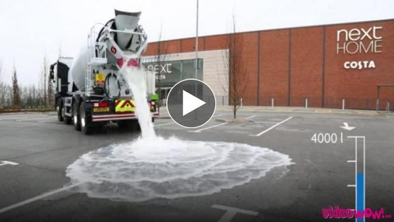 Asfaltul PERMEABIL pe care nu stă nici o picătură de apă: Au adus o autobetonieră cu 4000 de litri de apă, ce s-a întâmplat când au vărsat-o pe asfalt... pare de necrezut!