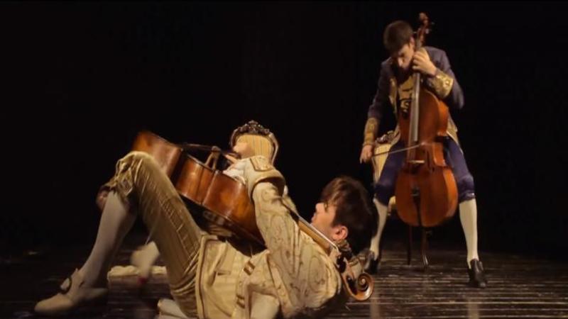 Par a fi 2 violonişti normali, dar în schimb vei avea parte de o surpriză de proporţii: Stilul lor este unul UNICAT şi cu siguranţă nu ai mai auzit aşa ceva în viaţa ta... Iată ce prestatie extraordinară au aceşti tineri la VIOLONCEL