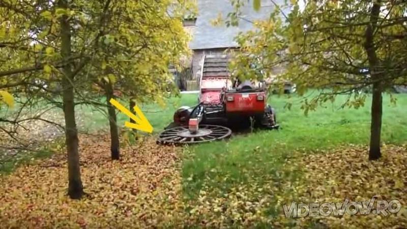 La prima vedere pare că este o maşinărie de TUNS gazonu şi strâns frunzele căzute pe jos, dar în realitate este cu totul altceva! Ce face acest utilaj incredibil mi-a schimbat părerea despre cum sunt culese MERELE