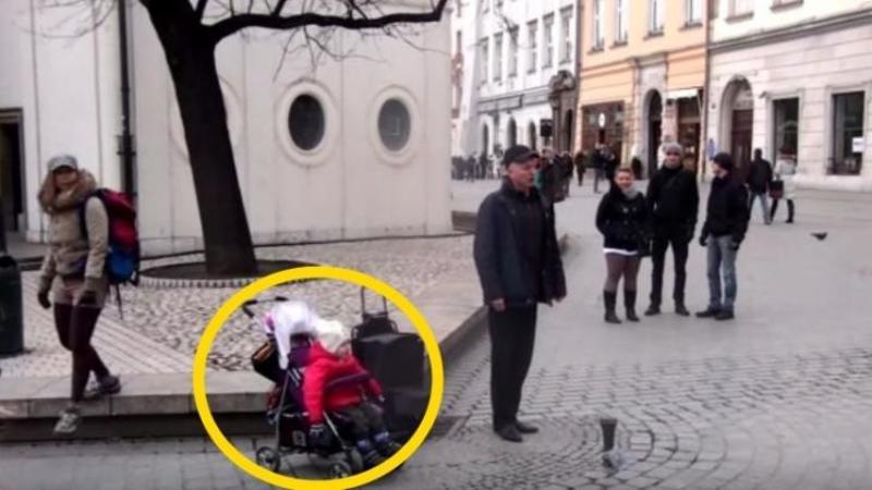 Acest cântăreţ care îşi câştigă pâinea pe stradă îşi aduce fiica de doar 2 anişori cu el: Când aceasta începe să îl acompanieze... nu mi-a venit să cred! M-a cucerit pe loc