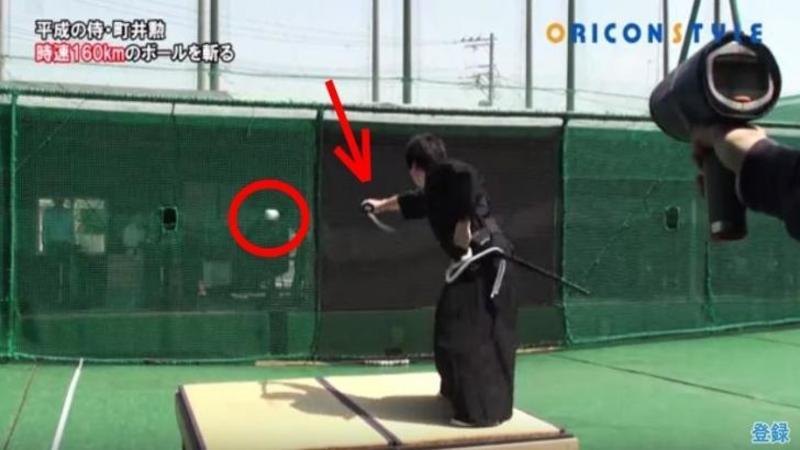 Incredibil - A tăiat o MINGIE de basebal la peste 170 km/h cu ajutorul unei săbii! Samuraiul care a uimit o planetă întreagă cu abilităţile sale uluitoare