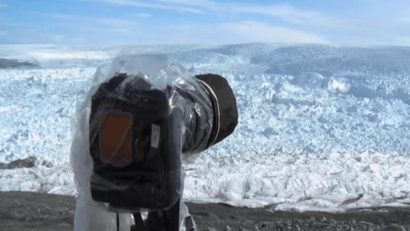 Filmau animalele sălbatice de la Polul Nord când ceva le atrage atenţia... ce au surprins pe camerele de luat vederi este şocant, un adevărat spectacol înfricoşător al naturii care se dezlănţuie chiar în faţa lor