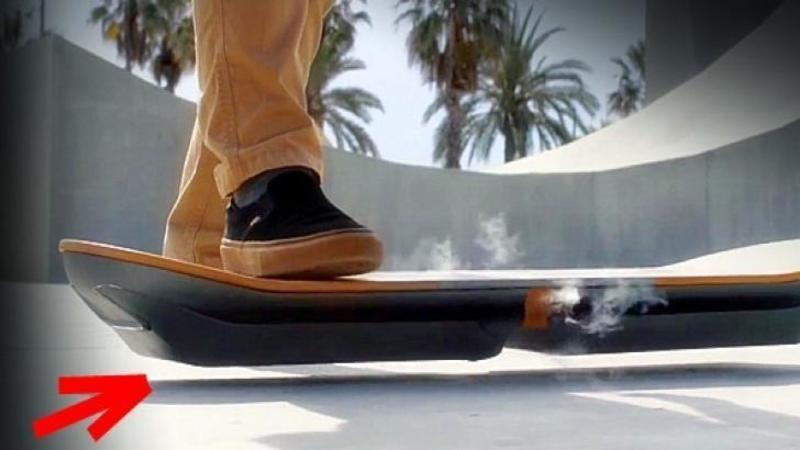 Viitorul este aici: Noul skateboard care LEVITEAZA deasupra pământului! O invenţie care va revoluţiona transportul pentru totdeauna!