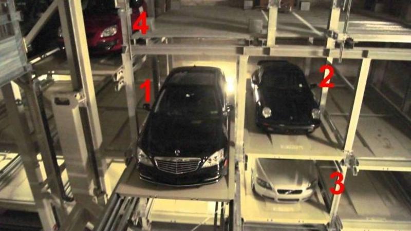 Chinezii au rezolvat spaţiu PARCARILOR demult, uite cât de ingenios şi sigur se parchează o maşină în aceste spaţii SENZATIONALE! Ti-e mai mare dragul să vezi cum dispare maşina ta!