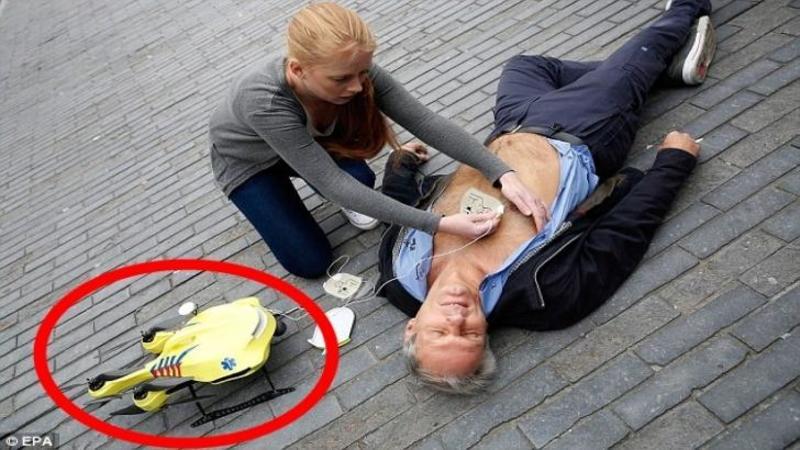Acest biet om cade SECERAT la pământ datorită unui ATAC la inimă, dar cine vine în ajutorul lui în doar câteva secunde este EXTRAORDINAR: Sunt noile DRONE ale ambulanţei care vor SALVA milioane de vieţi anual!