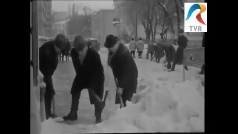 Cum se mobilizau oamenii in 1969 la deszapezirea bucurestiului de alta data.